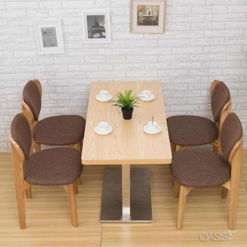 实木贴面的咖啡桌子